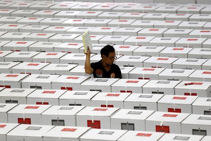 Михаил Горбачев решил побороться за реформы в Индонезии