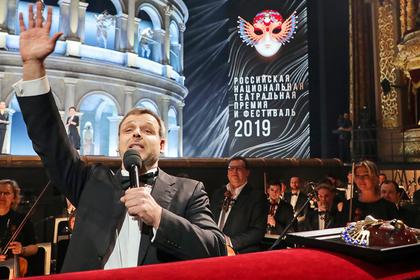 Как «Золотая маска» опускает русский театр до уровня сельского клуба