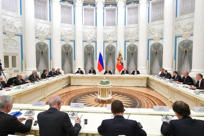 Путин пригласил французский бизнес принять участие в ПМЭФ-2019
