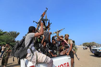 Повстанцы в Йемене разгромили армию и засели на горе