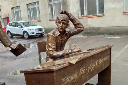 Урюпинск обрел памятник анекдоту про Урюпинск