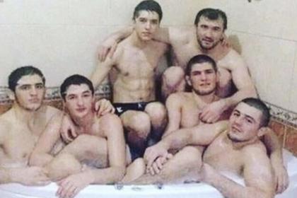 Друг Нурмагомедова рассказал историю снимка с шестью мужчинами в ванной