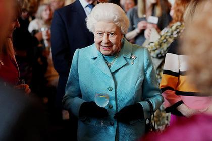 В подарке королевы ребенку Меган Маркл разглядели намек