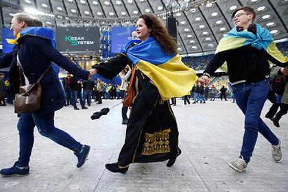 Начались дебаты между Зеленским и Порошенко