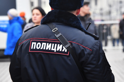 Вооруженный игрушечным пистолетом россиянин ограбил прохожую и подвез домой