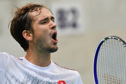 Российский теннисист Медведев обыграл первую ракетку мира
