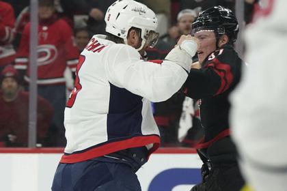 Побитый Овечкиным хоккеист раскрыл подробности драки