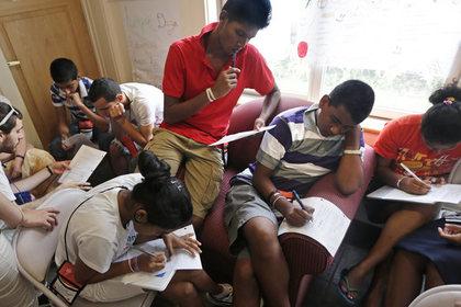 В Шри-Ланке отключили мессенджеры и соцсети