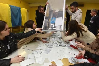 Подсчитана половина голосов на выборах президента Украины