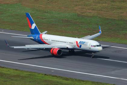 Летевшие в отпуск россияне застряли в самолете в Китае