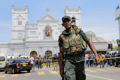 Туристы массово бросились прочь со Шри-Ланки