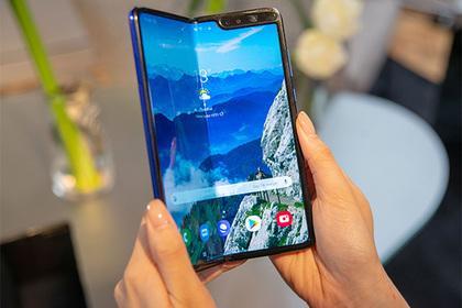 Запуск проблемного GalaxyFold со складным экраном перенесли