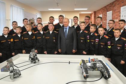 Роботы отжались перед Путиным