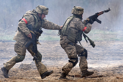 Украинским бойцам на передовой пообещали тысячу евро в месяц