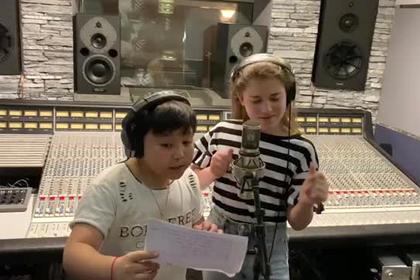 Дочь Алсу и финалист «Голоса» спели дуэтом на камеру photo