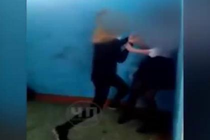 Российская школьница избила девочку-подростка из-за георгиевской ленточки photo
