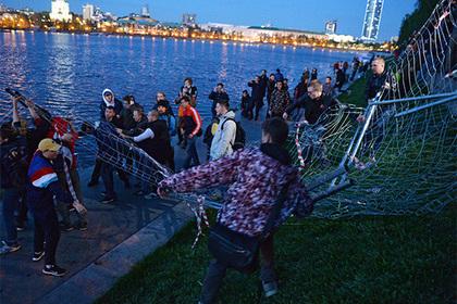 Кремль оправдал действия полиции на акциях протеста в Екатеринбурге photo
