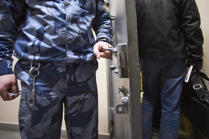 Обвиняемого в продаже должности полковника ФСБ отпустили из СИЗО