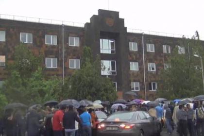 Сторонники Пашиняна объявили новую волну революции в Армении