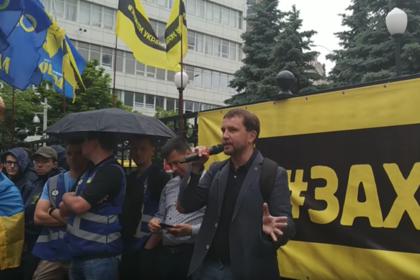 Украинские неонацисты вышли на защиту декоммунизации