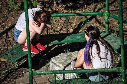 Россиянам с ВИЧ разрешили усыновлять детей