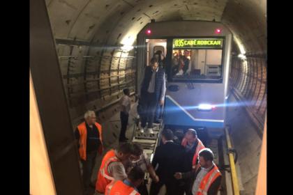Появилось видео из застрявших в московском метро поездов