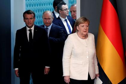 Путин обсудил с Меркель и Макроном «провальную политику Порошенко»