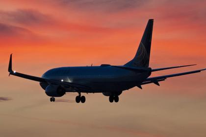Россиянин погладил рыдающую пассажирку самолета по ноге и пошел под суд