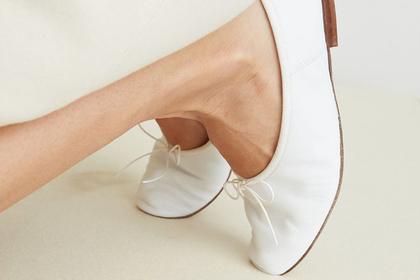 Аномально худые ноги модели ужаснули фанатов и оказались оптической иллюзией