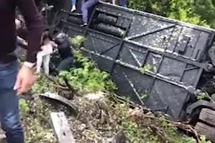 Появилось видео спасения россиян из перевернувшегося в Италии автобуса
