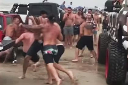 Масштабная топлес-вечеринка обернулась массовой потасовкой и арестами