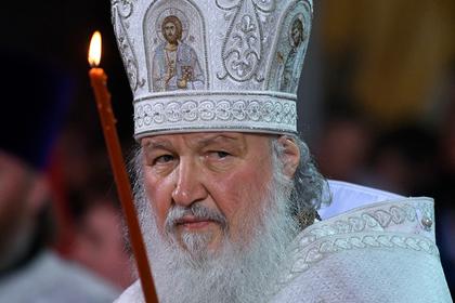 Патриарх Кирилл отстранил от службы ударившего монаха ножом священника