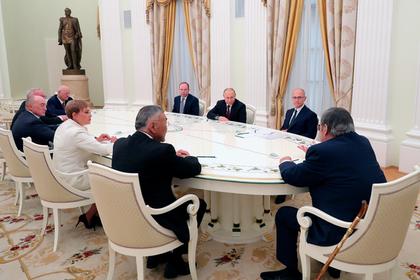 Путин поблагодарил за работу бывших глав регионов