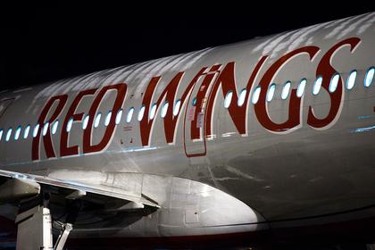 Пассажир устроил дебош на борту российского самолета и умер