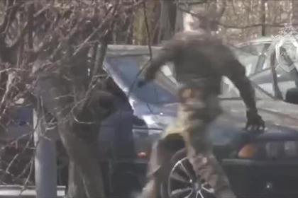 Задержание деливших взятку полицейских бойцами ФСБ попало на видео