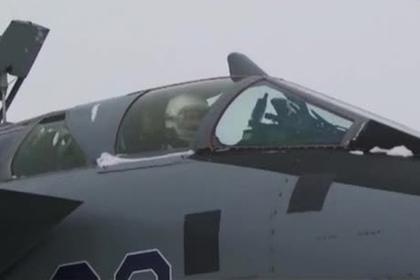 МиГ-31 за линией Армстронга попал на видео