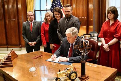 Губернатор Миссури подписал запрет на аборты