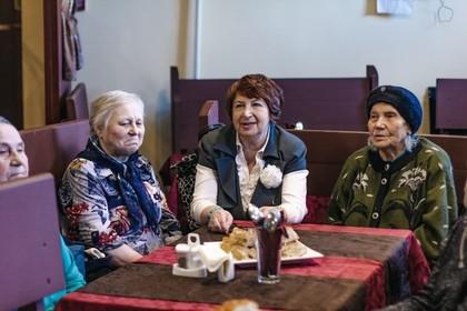 Беглов заступился за кафе с бесплатными обедами для пенсионеров