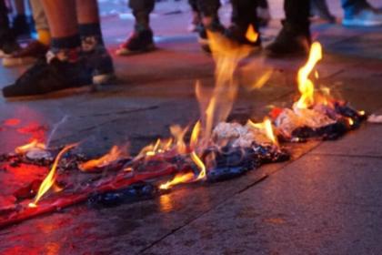 Перед концертом Темниковой в Одессе сожгли российский флаг