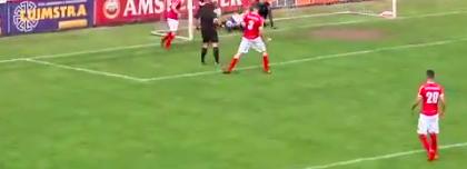 Футбольный судья забил мяч и засчитал его