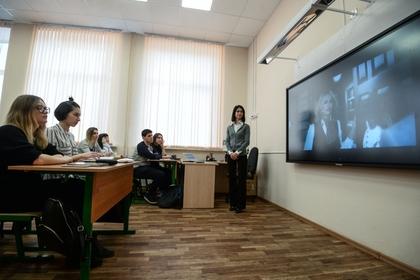 Санитары заподозрили российского школьника в буйстве и побили на уроке
