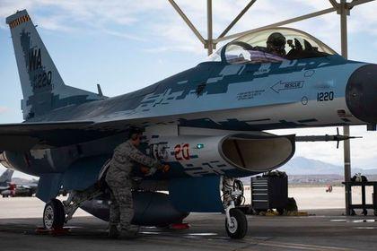 В США показали полет замаскированного под Су-57 истребителя