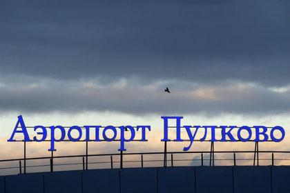 Пассажирский самолет экстренно сел в Петербурге