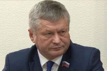 Напавший на журналиста российский чиновник стал фигурантом уголовного дела