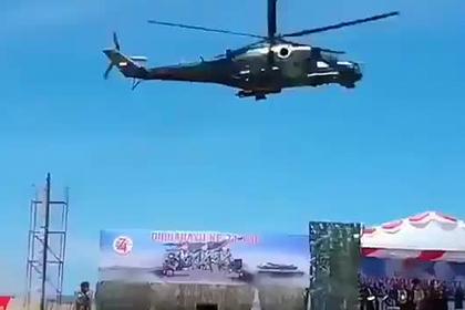 Ми-35 снес трибуны на военном параде