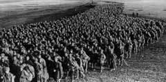 ПЕРВЫЕ ПЛЕННЫЕ КРАСНОАРМЕЙЦЫ. Фото с сайта ef.1939-1945.net