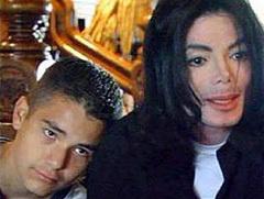 Гэвин Арвизо и Майкл Джексон, кадр из фильма Башира с сайта michaeljackson.ch