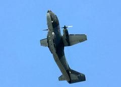 Высший пилотаж на военно-транспортном самолете G-222. Фото с сайта richard-seaman.com