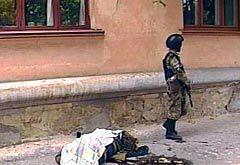 Убитый боевик на улице Нальчика. Кадр НТВ