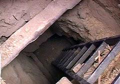 Бункер, в котором был убит Масхадов. Кадр НТВ, архив